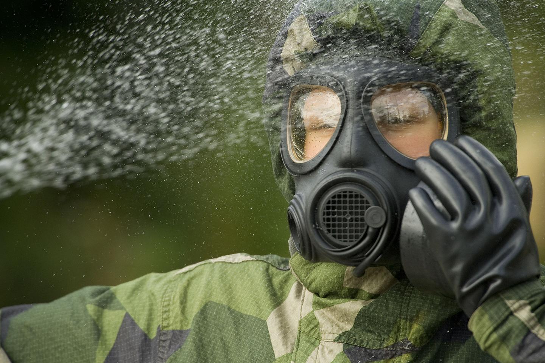 CBRN-soldaten arbetar för att personal ska undvika och överleva olika CBRN-hot.