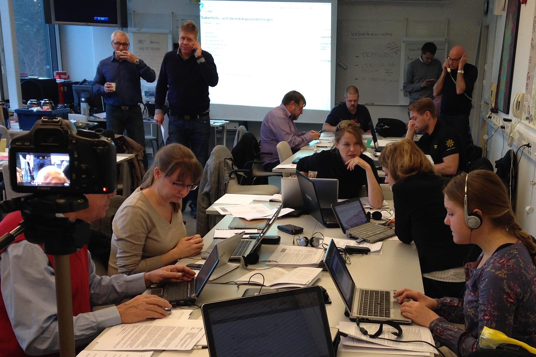 Kommunikatörer hjälper till med omvärldsbevakning, uppdatering av sociala medier och stöd vid mediakontakter.